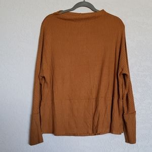NWT  24/7 Maurices sweater mustard Ladies large